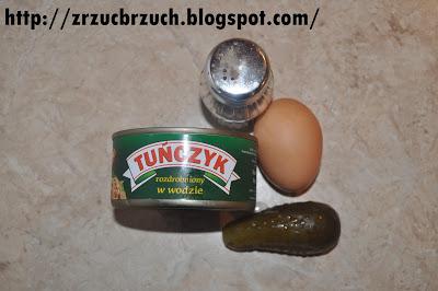 Sałatka z jajkiem i tuńczykiem
