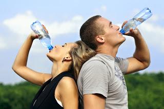 Nawadnianie organizmu – jak to robić skutecznie ?