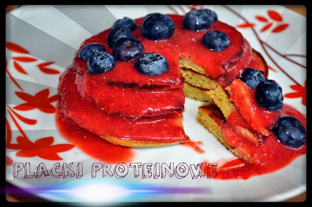 Placki proteinowe z truskawkami