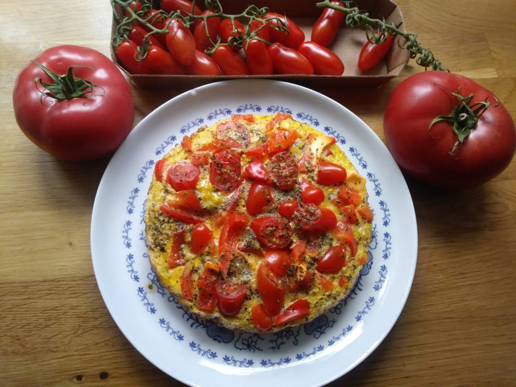 Omlet z papryką i pomidorami